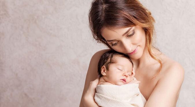 Sostener al bebé con los brazos